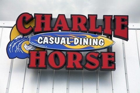 charlie-horse-casual-dining-building-sign